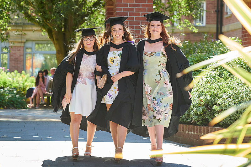 Graduation Dress Ideas That Suits To The Occasion